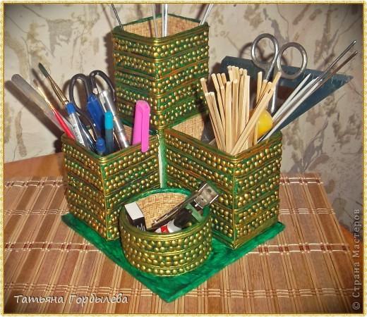 Не только кухарю, да на даче, но и потихоньку мастерю!!!!!!Органайзер опять из различных пакетов, бабин и коробочек!!!!А тут еще прикупила золотую и серебрянную краску, как не позолотить!!!!! фото 3