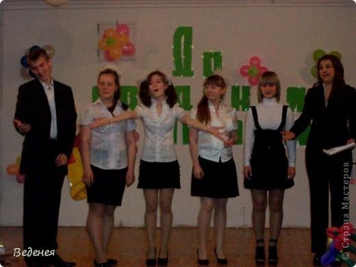 В нашей школе, на празднике Последнего звонка, традиционно кроме учеников первых классов, выпускников поздравляют десятиклассники.  фото 1