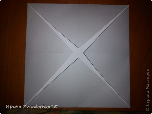 Я думаю многие знают, как делать стандартную кувшинку из бумаги. В этой кувшинке четыре стандартных.  На каком-то сайте видела что-то подобное тому, что я сделала. Надеюсь кому-то понравится:)) фото 3