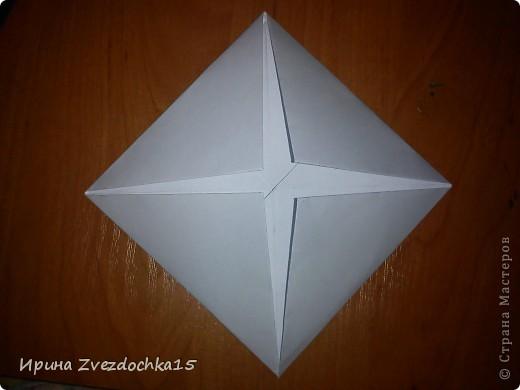 Я думаю многие знают, как делать стандартную кувшинку из бумаги. В этой кувшинке четыре стандартных.  На каком-то сайте видела что-то подобное тому, что я сделала. Надеюсь кому-то понравится:)) фото 4