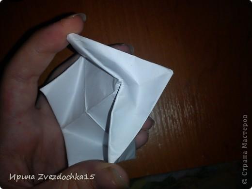 Я думаю многие знают, как делать стандартную кувшинку из бумаги. В этой кувшинке четыре стандартных.  На каком-то сайте видела что-то подобное тому, что я сделала. Надеюсь кому-то понравится:)) фото 9