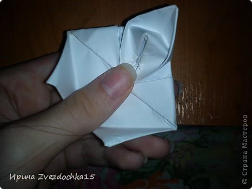Я думаю многие знают, как делать стандартную кувшинку из бумаги. В этой кувшинке четыре стандартных.  На каком-то сайте видела что-то подобное тому, что я сделала. Надеюсь кому-то понравится:)) фото 11