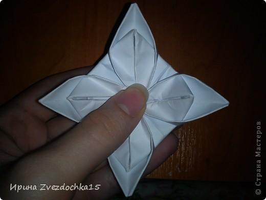 Я думаю многие знают, как делать стандартную кувшинку из бумаги. В этой кувшинке четыре стандартных.  На каком-то сайте видела что-то подобное тому, что я сделала. Надеюсь кому-то понравится:)) фото 12