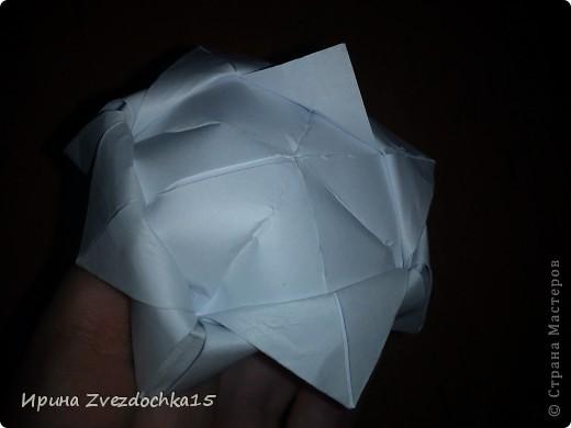 Я думаю многие знают, как делать стандартную кувшинку из бумаги. В этой кувшинке четыре стандартных.  На каком-то сайте видела что-то подобное тому, что я сделала. Надеюсь кому-то понравится:)) фото 17