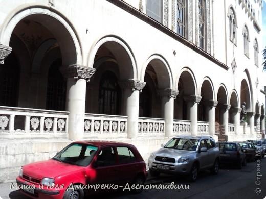 Сегодня на весь Тбилиси слышны грузинские песни, с разных сцен, расположенных вдоль города. Как на земле, так и на балконе )) фото 2