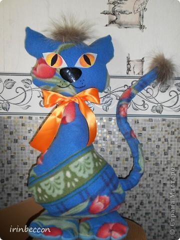 кошка из остатков флиса-старый плед(правда не удачно расположился рисунок) фото 1