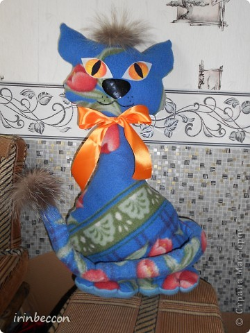 кошка из остатков флиса-старый плед(правда не удачно расположился рисунок) фото 2