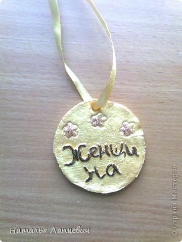 Эти медали сделаны из соленого теста. Стащила идею у   Timofeevna, спасибо ей огромное. Правда я добавила званье свекровь и изменила текст для медали Золотые руки. фото 8