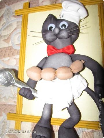 Решила украсить кухню и сотворила вот такого кота. Мы как раз недавно взяли черного котенка и по его прототипу поселился такой повар фото 2
