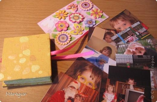Этот альбомчик делала для дочки на 1 сентября (первый раз в первый класс). Всего таких альбомчиков семь - каждый на год жизни. МК здесь http://www.mastera-rukodeliya.ru/skrap/1850-minik-iz-odnogo-lista.html фото 3
