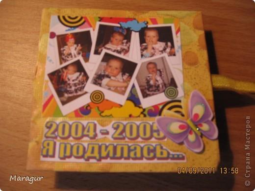 Этот альбомчик делала для дочки на 1 сентября (первый раз в первый класс). Всего таких альбомчиков семь - каждый на год жизни. МК здесь http://www.mastera-rukodeliya.ru/skrap/1850-minik-iz-odnogo-lista.html фото 1