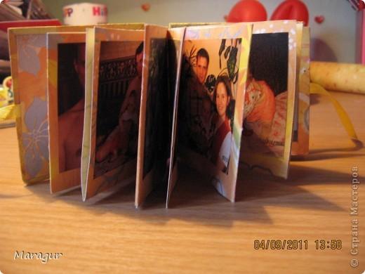 Этот альбомчик делала для дочки на 1 сентября (первый раз в первый класс). Всего таких альбомчиков семь - каждый на год жизни. МК здесь http://www.mastera-rukodeliya.ru/skrap/1850-minik-iz-odnogo-lista.html фото 4