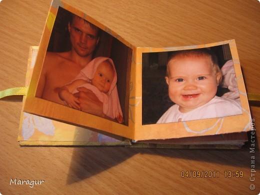 Этот альбомчик делала для дочки на 1 сентября (первый раз в первый класс). Всего таких альбомчиков семь - каждый на год жизни. МК здесь http://www.mastera-rukodeliya.ru/skrap/1850-minik-iz-odnogo-lista.html фото 5