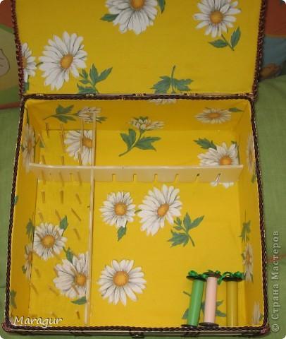 Это моя первая шкатулочка в подарок маме на 8 Марта. В основе обувная коробка 30*30*10. Обклеена бамбуковыми салфетками. Покрыла акриловым лаком в 2 слоя. фото 2