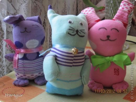 Это зайцы и коты из носков. делала на ярмарку:))) для дочки -первоклашки.  фото 1