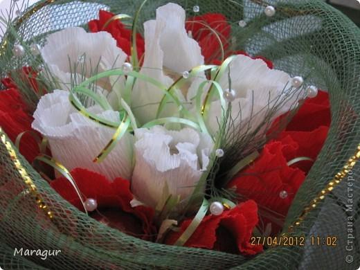 Коллега попросила сделать букет для ее мамы на Д/р. Вот что получилось. Розы делала впервые. бумаги других цветов в магазине не смогла купить - не было. фото 5