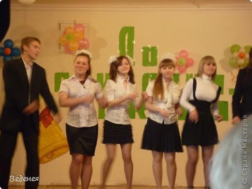 В нашей школе, на празднике Последнего звонка, традиционно кроме учеников первых классов, выпускников поздравляют десятиклассники.  фото 4