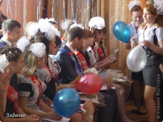 В нашей школе, на празднике Последнего звонка, традиционно кроме учеников первых классов, выпускников поздравляют десятиклассники.  фото 10