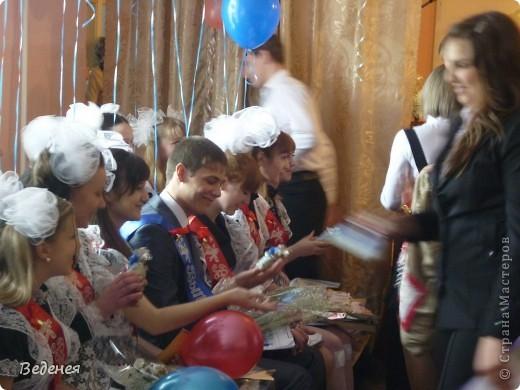 В нашей школе, на празднике Последнего звонка, традиционно кроме учеников первых классов, выпускников поздравляют десятиклассники.  фото 11