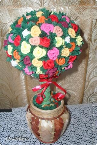 Вот такое розовое дерево счастья в подарок к дню рождения.  Розочки сделаны по мастер классу Олисандры фото 1