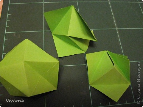 """кусудама: """"Spring fantasy""""...""""Весенняя фантазия"""" общий размер - 11 см модули: 30 шт 7х7 см на насадки, 20 шт 7х7 см на пирамидки сборка с клеем. автор: Viverna Баловалась я как то с насадками на пирамидку...вроде неплохо получилось... фото 12"""