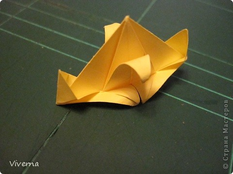 """кусудама: """"Spring fantasy""""...""""Весенняя фантазия"""" общий размер - 11 см модули: 30 шт 7х7 см на насадки, 20 шт 7х7 см на пирамидки сборка с клеем. автор: Viverna Баловалась я как то с насадками на пирамидку...вроде неплохо получилось... фото 14"""