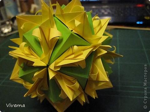 """кусудама: """"Spring fantasy""""...""""Весенняя фантазия"""" общий размер - 11 см модули: 30 шт 7х7 см на насадки, 20 шт 7х7 см на пирамидки сборка с клеем. автор: Viverna Баловалась я как то с насадками на пирамидку...вроде неплохо получилось... фото 1"""