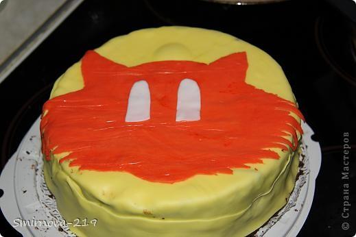 Вот такое мы сотворили на Д/Р ребенка. Торт купили в магазине, печь было некогда. Купили готовую мастику и красители. Мастика очень хорошая пластичная. Смешав красители получили оранжевый. Раскатали на пищевой пленке. фото 4