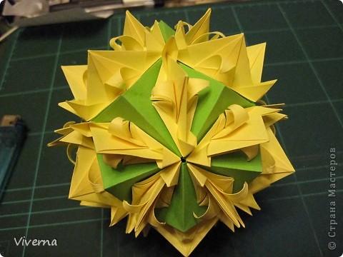 """кусудама: """"Spring fantasy""""...""""Весенняя фантазия"""" общий размер - 11 см модули: 30 шт 7х7 см на насадки, 20 шт 7х7 см на пирамидки сборка с клеем. автор: Viverna Баловалась я как то с насадками на пирамидку...вроде неплохо получилось... фото 16"""