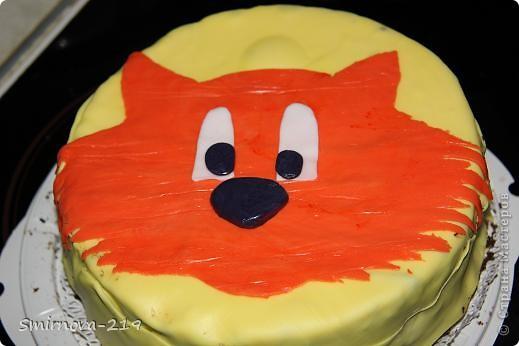 Вот такое мы сотворили на Д/Р ребенка. Торт купили в магазине, печь было некогда. Купили готовую мастику и красители. Мастика очень хорошая пластичная. Смешав красители получили оранжевый. Раскатали на пищевой пленке. фото 5