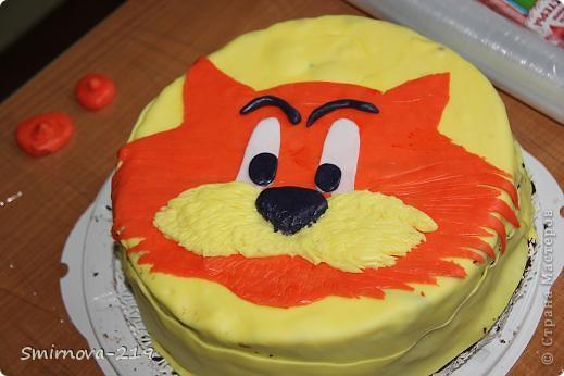 Вот такое мы сотворили на Д/Р ребенка. Торт купили в магазине, печь было некогда. Купили готовую мастику и красители. Мастика очень хорошая пластичная. Смешав красители получили оранжевый. Раскатали на пищевой пленке. фото 7