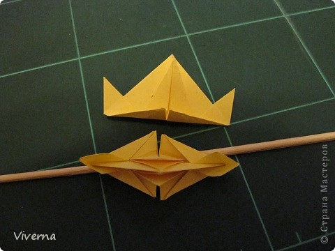 """кусудама: """"Spring fantasy""""...""""Весенняя фантазия"""" общий размер - 11 см модули: 30 шт 7х7 см на насадки, 20 шт 7х7 см на пирамидки сборка с клеем. автор: Viverna Баловалась я как то с насадками на пирамидку...вроде неплохо получилось... фото 10"""