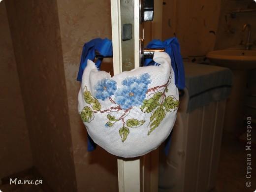 Вот такой ограничитель решила сшить, что б моей маленькой Ассоль было проще попасть в ванную комнату к своему лоточку. Идея и схема из журнала Вышиваю крестиком август 2009. фото 1