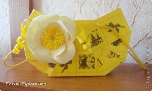 Это мои первые цветочки из салфеток (делала по МК Марии Кац). Поделку делала сынуле в садик. Надо было сделать цветы из бумаги- на помощь пришла Страна мастеров. Зашла и застряла.... фото 3