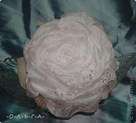 Роза сладкая, роза нежная,  Как знамение неизбежного.  Красота её - штука сложная,  Бесшабашная, невозможная,  Утончённая и порочная,  Обжигающе паморочная.  Хоть не ландыш она и не лилия  Только в Мире всём нет красивее.  фото 2
