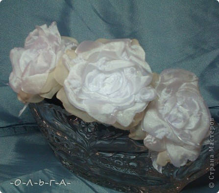 Роза сладкая, роза нежная,  Как знамение неизбежного.  Красота её - штука сложная,  Бесшабашная, невозможная,  Утончённая и порочная,  Обжигающе паморочная.  Хоть не ландыш она и не лилия  Только в Мире всём нет красивее.  фото 4