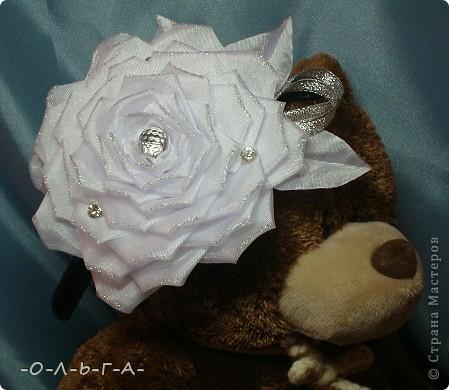 Роза сладкая, роза нежная,  Как знамение неизбежного.  Красота её - штука сложная,  Бесшабашная, невозможная,  Утончённая и порочная,  Обжигающе паморочная.  Хоть не ландыш она и не лилия  Только в Мире всём нет красивее.  фото 6