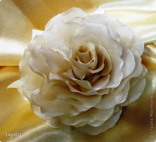 Все розы на небольших зажимах - удобно использовать и как заколку, и как брошь (некоторые не хотят портить вещи, прокалывая их) фото 1