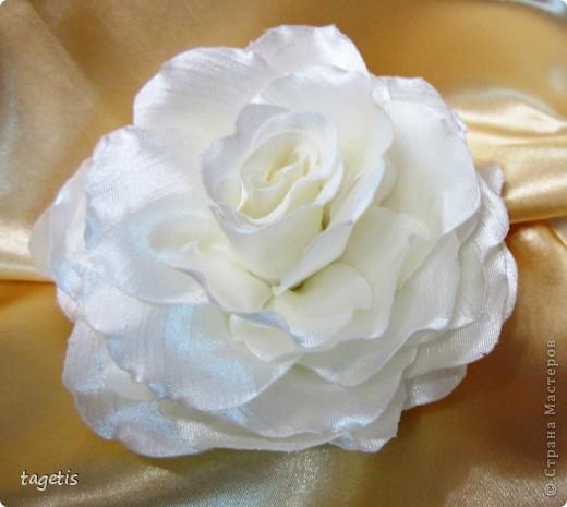 Все розы на небольших зажимах - удобно использовать и как заколку, и как брошь (некоторые не хотят портить вещи, прокалывая их) фото 3