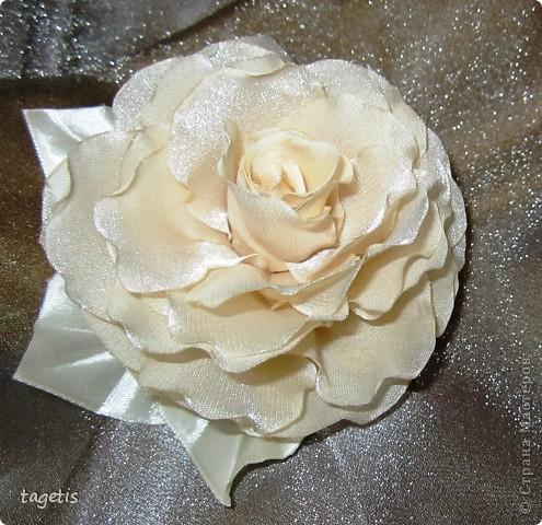 Все розы на небольших зажимах - удобно использовать и как заколку, и как брошь (некоторые не хотят портить вещи, прокалывая их) фото 2