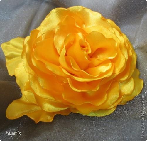 Все розы на небольших зажимах - удобно использовать и как заколку, и как брошь (некоторые не хотят портить вещи, прокалывая их) фото 5