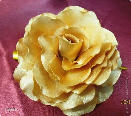 Все розы на небольших зажимах - удобно использовать и как заколку, и как брошь (некоторые не хотят портить вещи, прокалывая их) фото 6