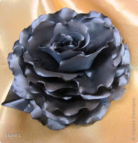 Все розы на небольших зажимах - удобно использовать и как заколку, и как брошь (некоторые не хотят портить вещи, прокалывая их) фото 7