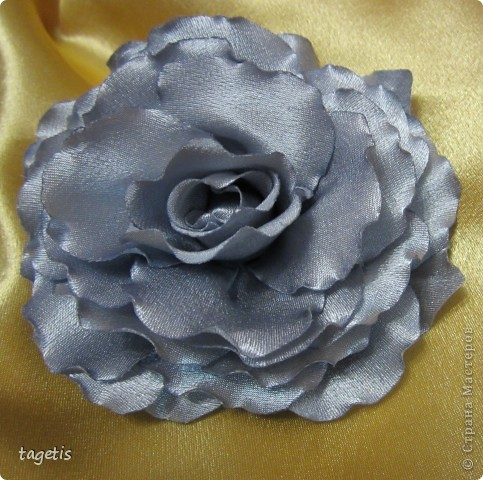 Все розы на небольших зажимах - удобно использовать и как заколку, и как брошь (некоторые не хотят портить вещи, прокалывая их) фото 8