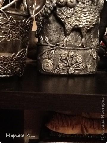 """Многие заметили, что в последнее время меня потянуло на все русское народное, а также на древне-славянское... ))) Увлеклась сказками. Попробовала в связи с этим, поработать в технике """"пейп-арт"""" Татьяны Сорокиной. Бутылка из-под """"Бехеровки"""". Лепка из белой глины. С одной стороны сидит Гамаюн  под райским деревом с яблочками.  Гамаю́н — в славянской мифологии вещая птица, поющая людям божественные песни и предвещающая будущее тем, кто умеет слышать тайное. Гамаюн знает всё на свете. Первоначально образ пришел из восточной (персидской) мифологии. Изображалась с женской головой и грудью. Символизирует также мир, богатство, благополучие, величие.  фото 9"""