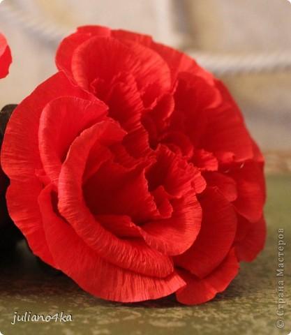Сделала таких три цветочка(решила попробывать сделать цветочки посложней). А вот куда, с чем и в какой емкости их сочетать пока придумать не могу... фото 1