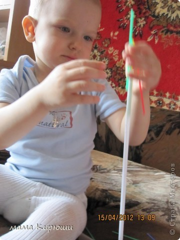 1) Надо просунут кусочки картона в щель в бутылке, потом трясти бутылку пока они не повыпадают.  фото 6