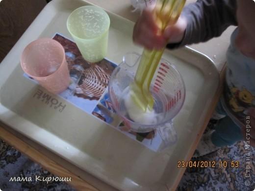 1) Надо просунут кусочки картона в щель в бутылке, потом трясти бутылку пока они не повыпадают.  фото 17