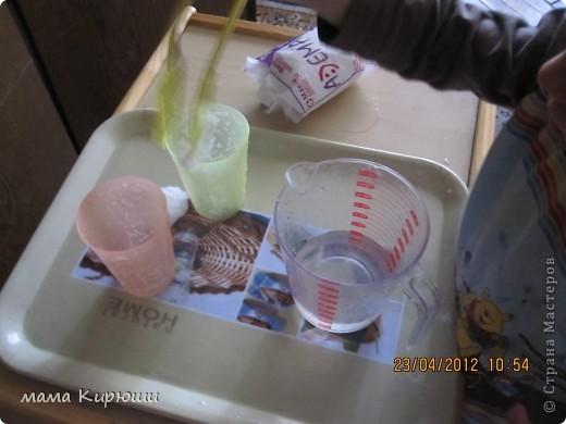 1) Надо просунут кусочки картона в щель в бутылке, потом трясти бутылку пока они не повыпадают.  фото 16
