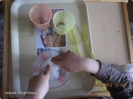 1) Надо просунут кусочки картона в щель в бутылке, потом трясти бутылку пока они не повыпадают.  фото 14